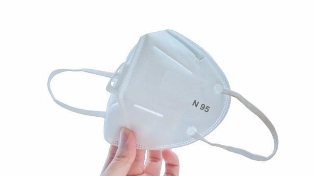 Máscaras profissionais como a PFF2 podem ser indicadas para situações de maior risco; veja como usar