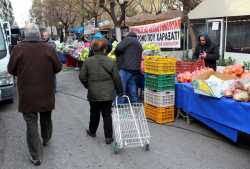 Κουπόνια των 100 ευρώ σε οικογένειες για αγορές σε λαικές αγορές