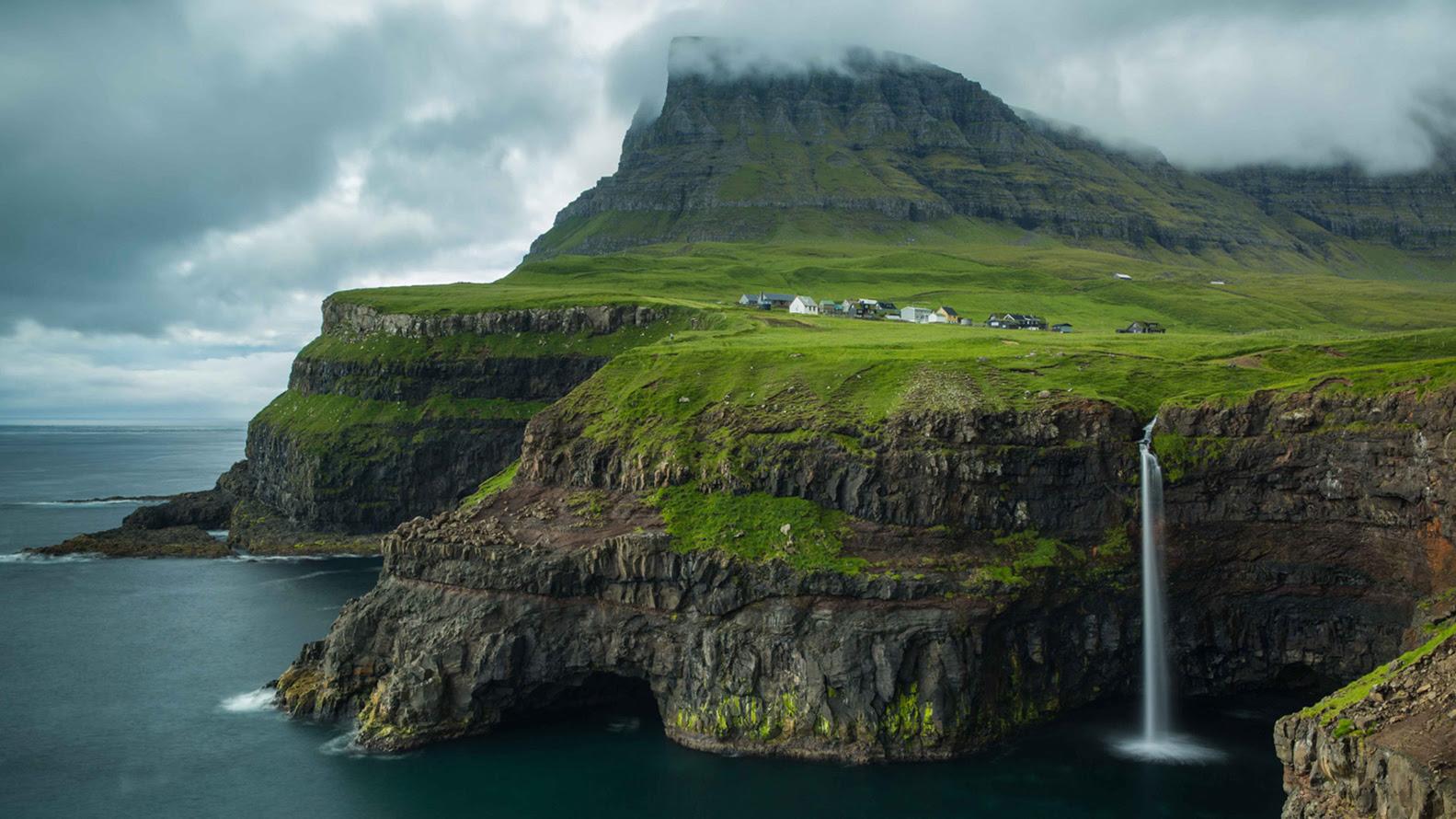 El archipiélago volcánico, una región autónoma de Dinamarca a medio camino entre Islandia y Escocia, ofrece un paisaje inolvidable. Vertiginosos acantilados, cascadas atronadoras y montañas cubiertas. Durante el mes de abril, las islas se cierran al turismo para recibir a un centenar de voluntarios que llegan para arreglar senderos, reconstruir lugares dañados en invierno y preservar sus maravillosos paisajes naturales