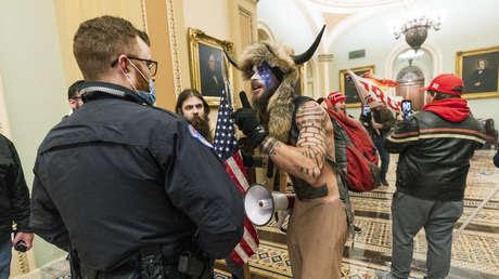 El 'vikingo' detenido tras el asalto al Capitolio pide a Trump que le conceda el perdón presidencial