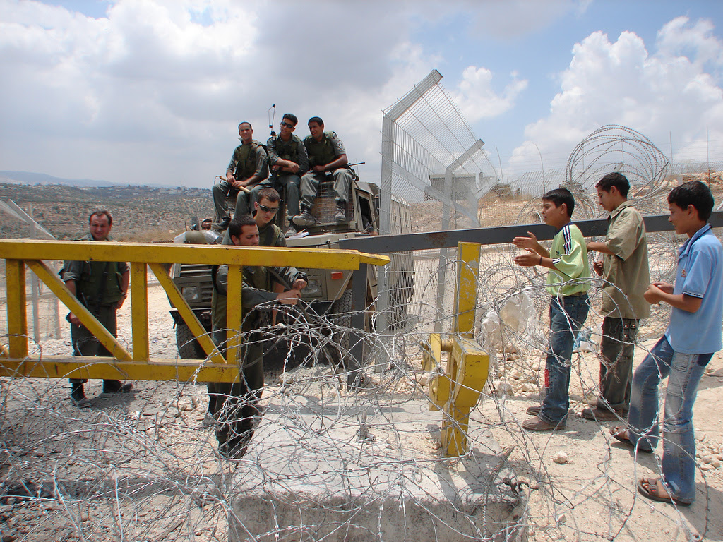 http://upload.wikimedia.org/wikipedia/commons/8/84/Barrier_Gate_at_Bilin_Palestine.jpg