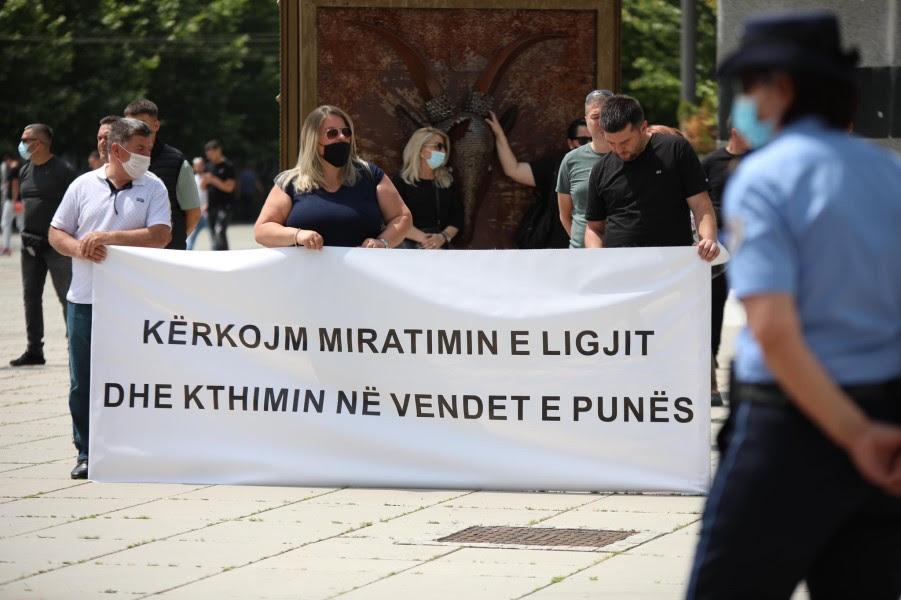 This image has an empty alt attribute; its file name is Protesta-1-Lotaria-e-Kosoves-foto-Visar-Kadrolli.jpg