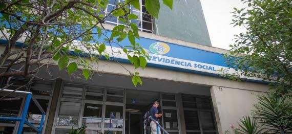 Brasileiro economizaria se trocasse tarifa bancária por pacote básico