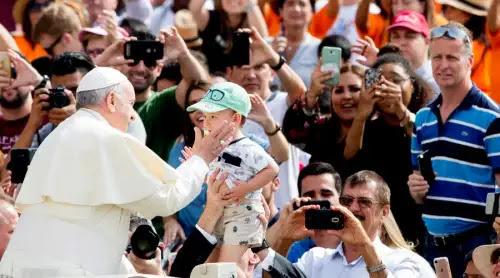 Papa Francisco: Difundamos el perfume de una vida santa inspirada en el Evangelio