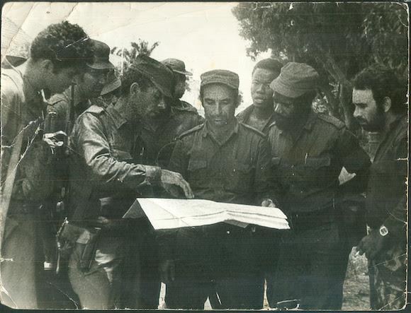 los seguidores de Holden Roberto, fueron detenidos por las fuerzas al mando del entonces Comandante de Brigada Carlos Fernández Gondín, cuando trataban de apoderarse del acueducto que abastecía a Luanda, la capital angolana. Foto: Archivo del autor.