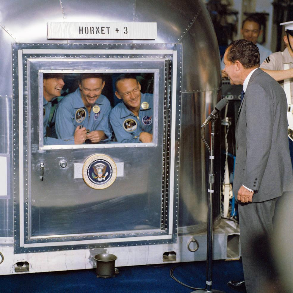 Nixon uss hornet.jpg