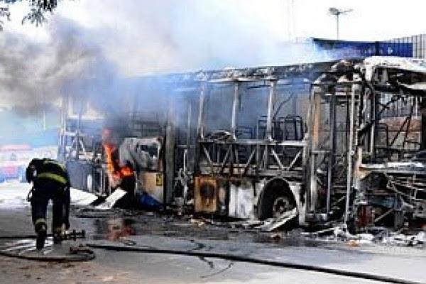 Ônibus queimado em Campinas