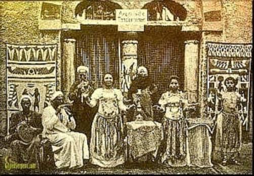 Ghawazee em um café egípcio.  1890