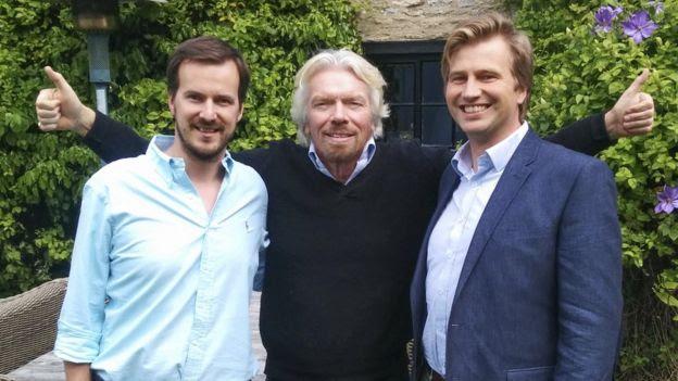 Kristo Kaarmann e Taavet Hinrikus com Richard Branson