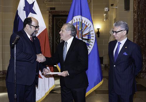 Nuevo Embajador de Panamá presenta credenciales