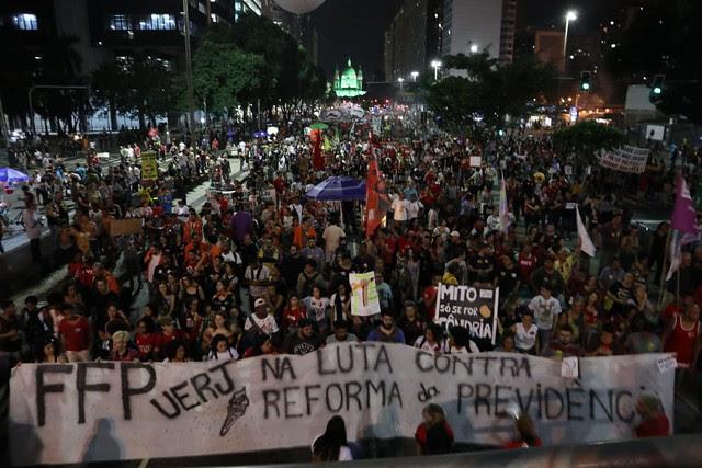 En Rio de Janeiro, la policía reprimió un acto realizado en el centro de la ciudad; 100 mil manifestantes participaron de la protesta - Créditos: Foto: Clívia Mesquita