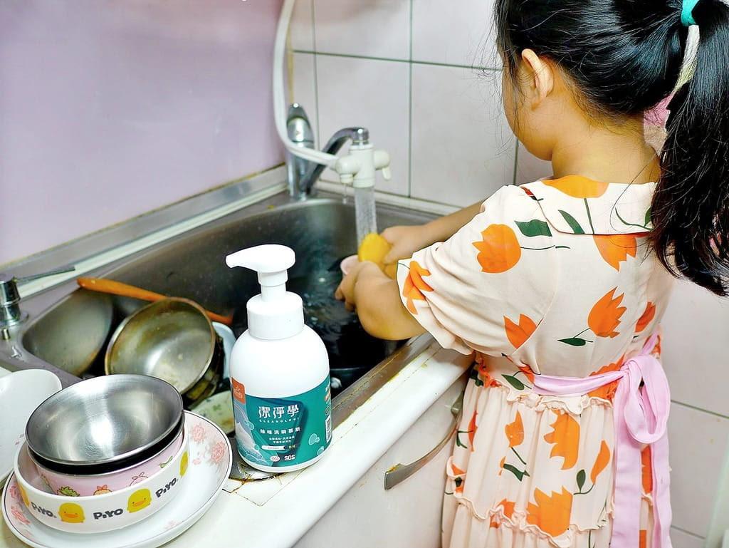 潔淨學除味清潔慕斯,採用歐盟有機認證APG無毒界面活性劑,不傷手不刺鼻讓大人小孩都能輕鬆洗。
