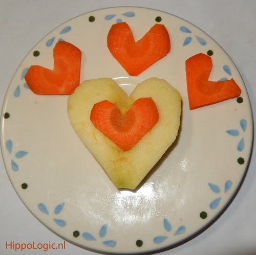 _apple_carrot_heart_horsetreat_valentine_hippologic