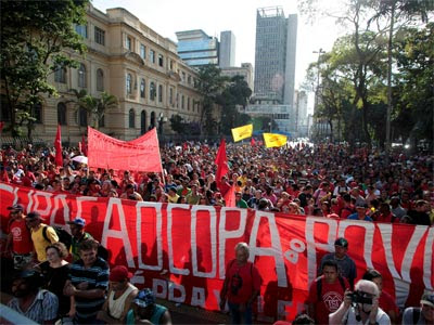 Manifestación en Sao Paulo contra el Mundial el pasado martes. REUTERS/Chico Ferreira