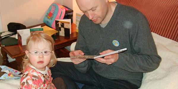 Simon com sua filha. Foto: © Simon Kent
