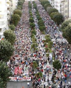 Miles de personas se manifiestan en Vigo. EFE/ Salvador Sas