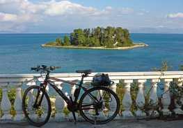 Krf s brodom i biciklima