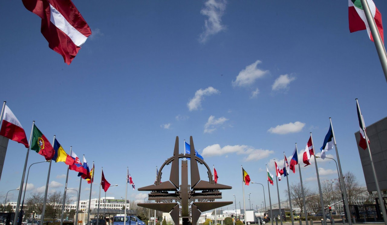 Французский генерал предложил ликвидировать НАТО и объединиться с Россией