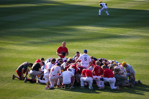 Steve Garvey, a former major league star, led a prayer before the congressional baseball game in Washington on Thursday.