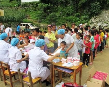 Kids line up for dental clinic