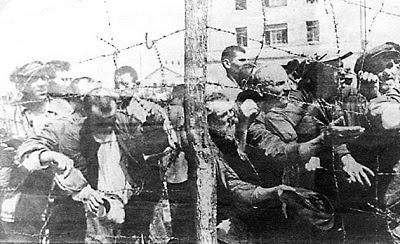 Территория Минского гетто была опоясана густыми рядами колючей проволоки