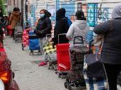 Del total de desempleados, 2,1 millones son mujeres, informó la autoridad laboral española.
