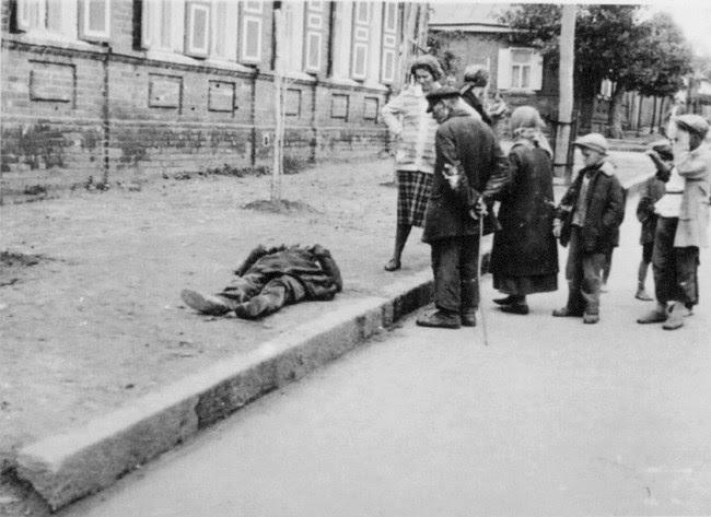 File:Famine Kharkov 1933.jpg