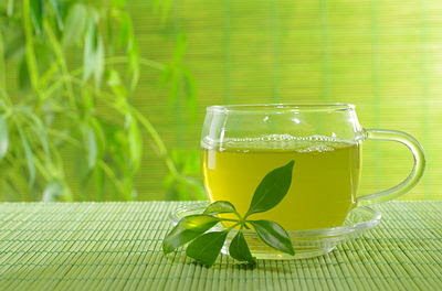 http://www.top10homeremedies.com/wp-content/uploads/2014/08/green-tea-bk-opt.jpg