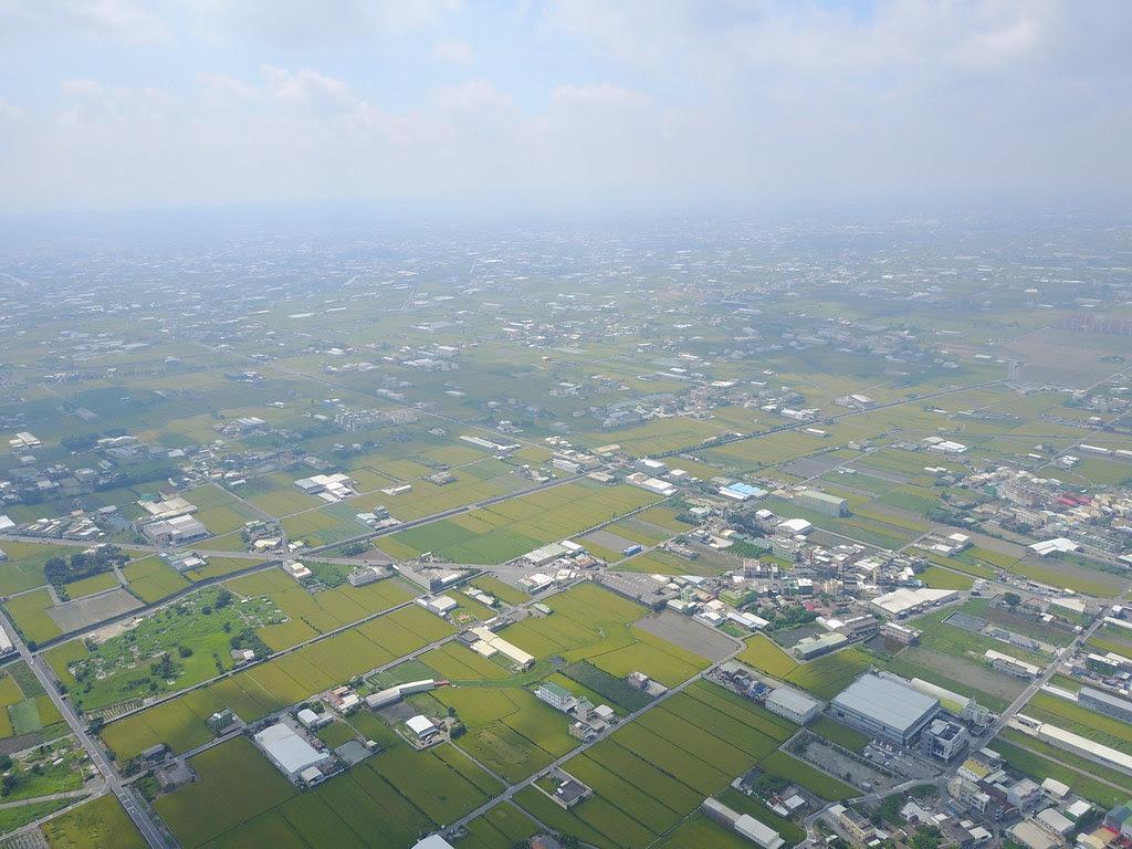 這是我們的農田,上面覆蓋了密密麻麻的違規廠房。