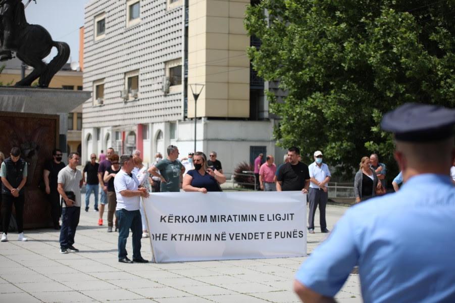 This image has an empty alt attribute; its file name is Protesta-2-Lotaria-e-Kosoves-foto-Visar-Kadrolli.jpg
