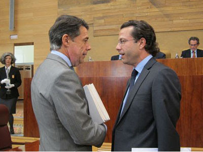 El consejero de Sanidad madrilño, Francisco Javier Fernández Lasquetty, con el presidente autonómico, Ignacio González.