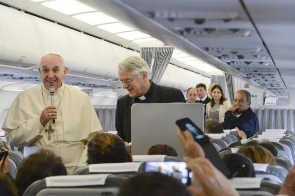 """Papa Francisco en Albania (y 8): Rueda de prensa del Papa: """"El albanés no es tolerante, es hermano"""""""