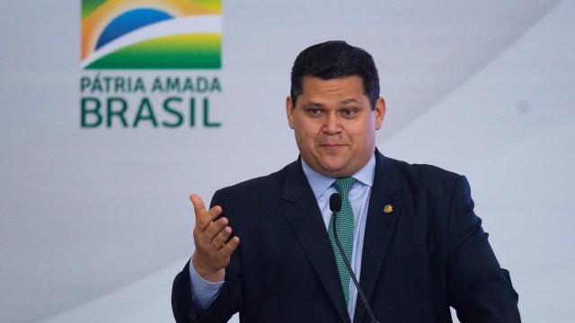 Alcolumbre reage a pressão de Bolsonaro e evangélicos após travar indicação ao STF