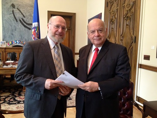 Ambassador of the Dominican Republic to the OAS Delivers Law 169-14 to Secretary General Insulza