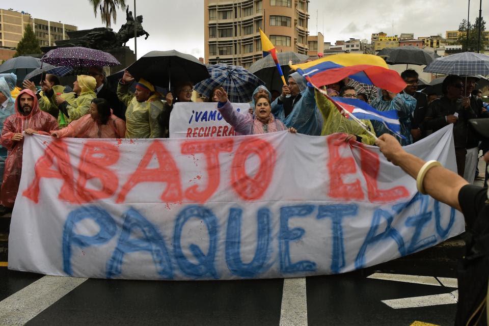 Tras el aumento las calles de ecuador se llenaron de manifestantes.