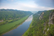 Sixteen-year reduction in levels of toxic PAHs in the Elbe River, Saxony