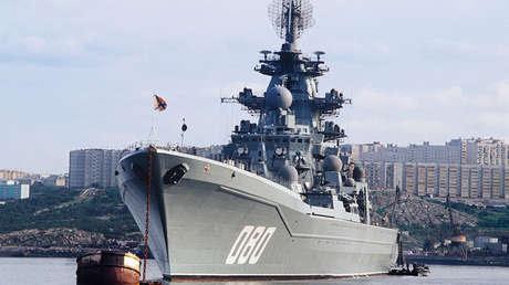 El crucero ruso Admiral Najímov en la base de la Flota del Norte en Severomorsk.
