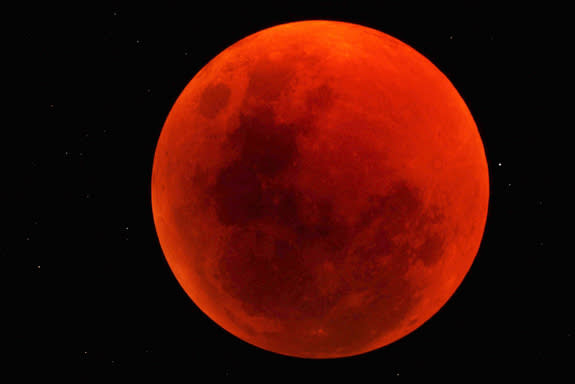 Total Lunar Eclipse Will Darken the Moon Next Week