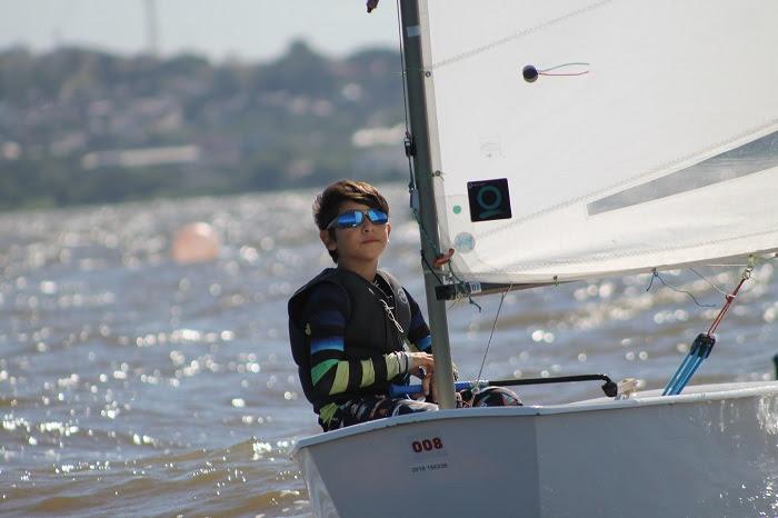 Atletas da classe Optimist realizaram treinos na clínica especial promovida pela Flotilha da Jangada