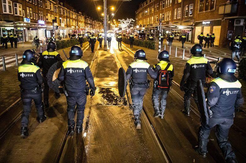 Aux Pays-Bas, les affrontements entre les forces de l'ordre et les manifestants dure depuis plusieurs jours.