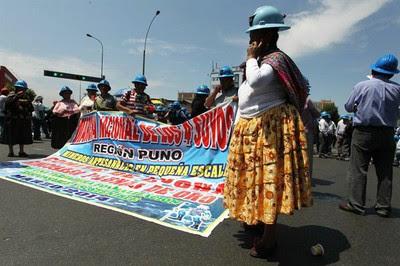 Los mineros peruanos informales rechazan el cese del plan de formalización que ilegalizaría las actividades de 400 mil trabajadores