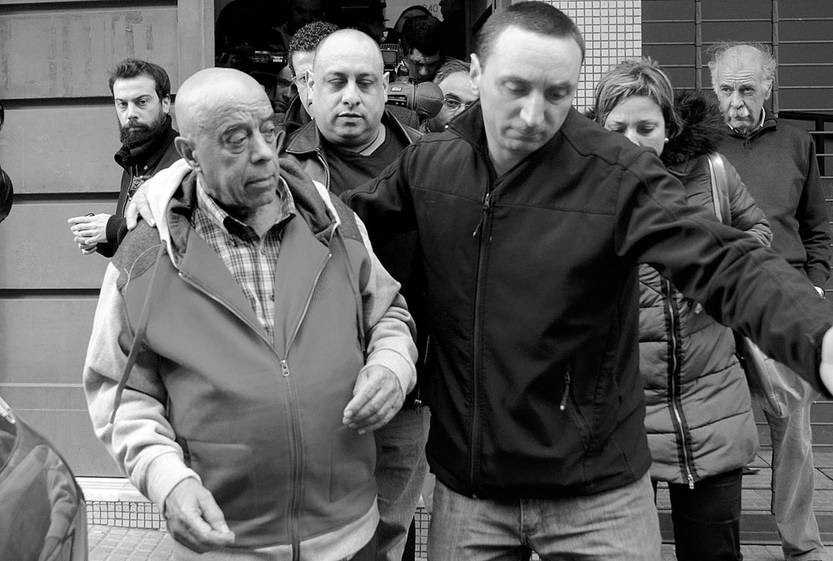 Héctor Amodio Pérez (i), el lunes, a la salida del juzgado. Foto: Pablo Vignali
