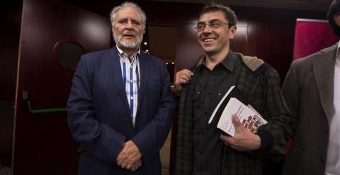 Juan Carlos Monedero y Julio Anguita, en el acto de este martes. EFE