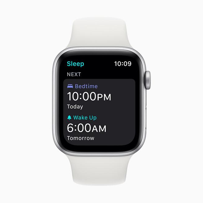 Apple Watch Series 5 螢幕中顯⽰的喚醒鬧鐘。