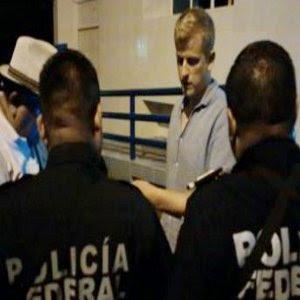 El ataque se produjo cuando un grupo de 10 jóvenes, entre ellos cuatro extranjeros -dos de origen alemán y dos franceses- todos estudiantes, regresaban del puerto de Acapulco en una camioneta blanca tipo van