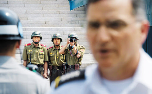 North Korean soldiers take a photo of USFK Commander Gen. Curtis Scaparrotti in Panmunjom on Sunday. /Newsis