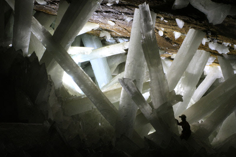 http://twistedsifter.com/2013/09/giant-crystal-cave-naica-mexico/