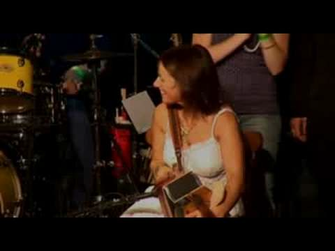 Galway Girl - Mundy with Sharon Shannon (H.Q.)