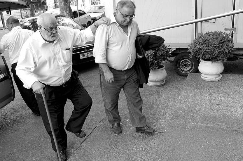 Eleuterio Fernández Huidobro y Roberto Caballero asisten a la reunión de ministros con Tabaré Vázquez. Foto: Pablo Vignali