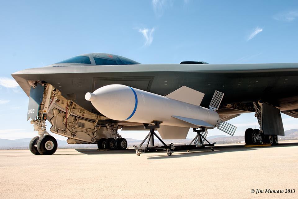 정은이 벙커 민주화용의 B-2폭격기와 초대형벙커바스터 MOP